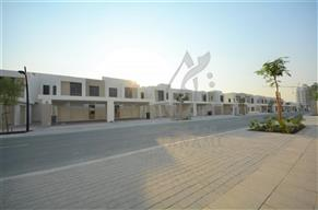 3 Bedrooms 2229 Sq Ft Townhouse for Sale in AED 1700000 at Town Square Dubai Dubai