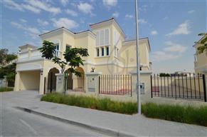 5 bed family villa in a quiet location